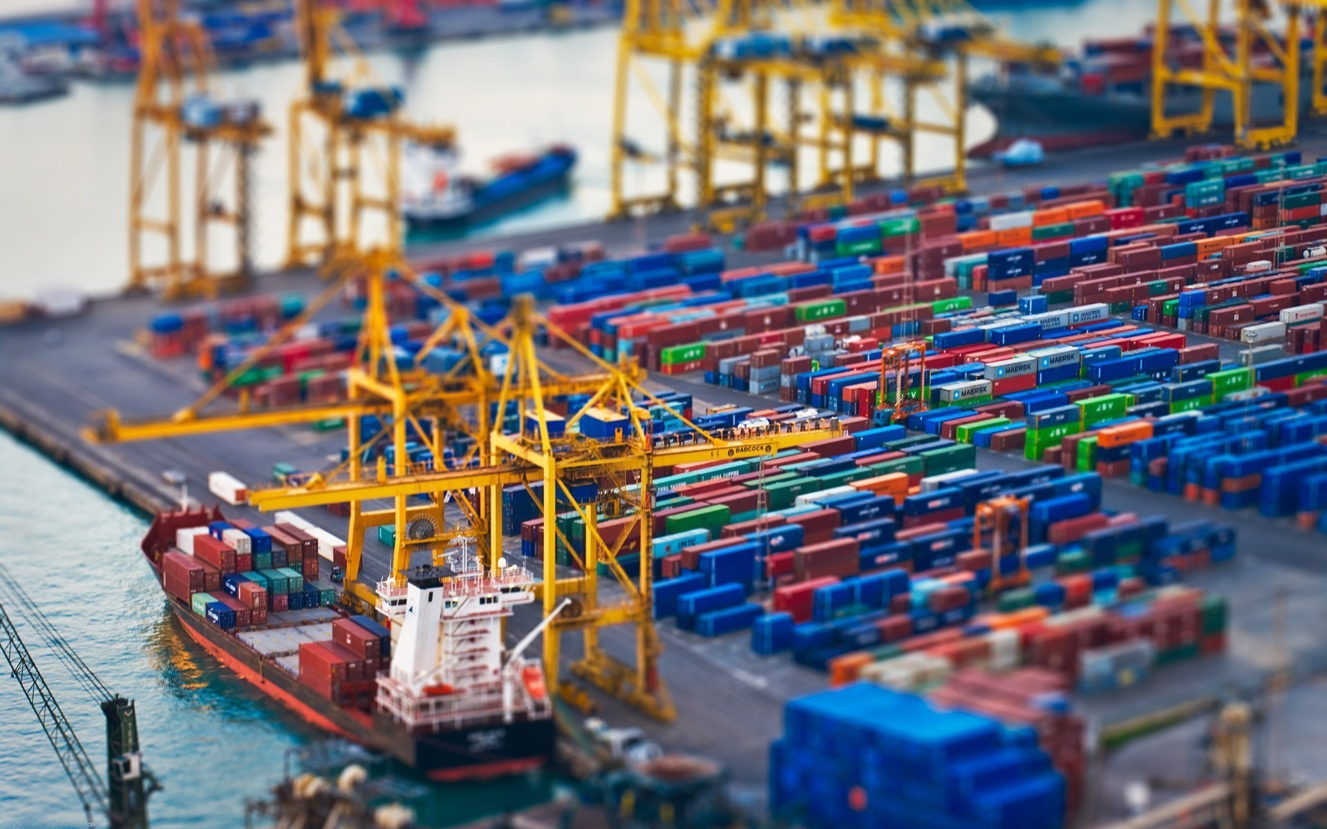 shipping-containers-ships-tilt-shift-vehicles